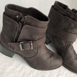 Simply Vera Vera Wang gray buckle heeled boots 7M